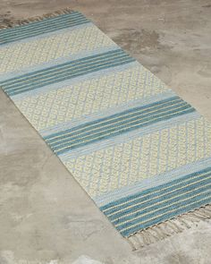 A striking design combining both decoration and tradition. Best suited for narrow spaces, such as hallways or as a bedside rug. Loom Weaving, Hand Weaving, Red Rugs, Minimalist Bedroom, Woven Rug, Handmade Rugs, Outdoor Blanket, Textiles, Rug Ideas