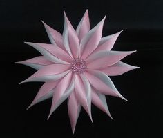 Barrette, pince à cheveux fleur kanzashi ruban satin Art. B 0036 : Accessoires coiffure par vosrevesbrodes