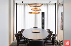 Devos interieur - Exclusief interieur villa Knokke - Hoog ■ Exclusieve woon- en tuin inspiratie. Villa, Table, Divider, Dining Room, Instagram, Furniture, Home Decor, Home Decoration, Yellow