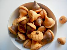 Chocolate acorns recipe! As easy as Hershey's Kisses, chocolate chips, and a mini Nilla Wafer