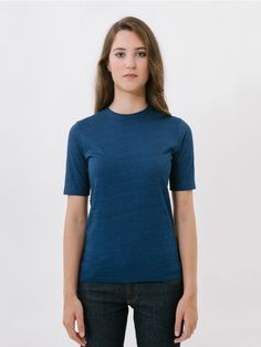 Oinarri Bi Blue T-Shirt // Our Oinarra shirt, now available in other colours! Indigo is a winning option for the summer. Basic slightly fitted T-shirt with short over-sleeves and round neckline to provide maximum comfort. This T-shirt will become your best all-rounder for day to day wear as you can wear it with denim basics, high-waisted trousers or a skirt. Made of 100% cotton fabric. Regular fit.