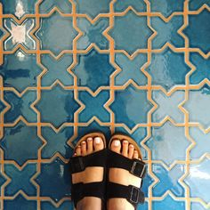 Love the blue tiles with contrasting orange/ yellow grout! Would look AMAZING in a kitchen as back-splash.