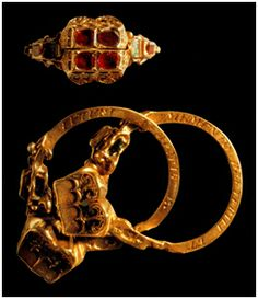 """Gimmel ring, late 16th Century, Latin inscription reads """"remember the past and that there is a future"""""""