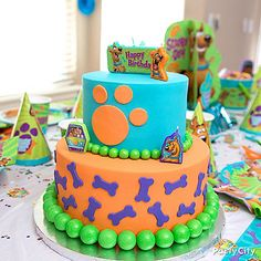 Looks like Scooby-Doo already visited the birthday cake! Click for all the tips to create this awesome Scooby-Doo cake!