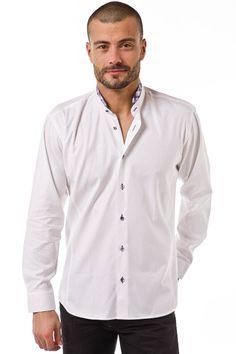 Chemise homme blanche unie MAO en tissu à damier 100% coton contrastant  idéalement avec le col à carreaux violets, pour un ensemble chic et élégant. 25b439e5f98