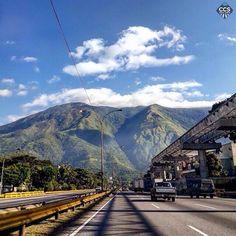 """Te presentamos la selección del día: <<POSTALES DE CARACAS>> en Caracas Entre Calles. """"A veces en Caracas todos los caminos llevan al Ávila."""" ============================  F O T Ó G R A F O  >> @postalescaracas << Visita su galería ============================ SELECCIÓN @luisrhostos TAG #CCS_EntreCalles ================ Team: @ginamoca @luisrhostos @mahenriquezm @teresitacc @floriannabd ================ #postalesdecaracas #Caracas #Venezuela #Increibleccs #Instavenezuela #Gf_Venezuela…"""