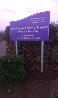 Ditchingham Primary Academy  Main entrance panel and post sign.