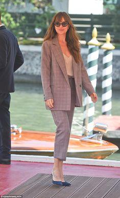 Dakota Johnson looks smart in tailored suit at Venice Film Festival - Estilo Dakota Johnson, Dakota Johnson Street Style, Dakota Style, Work Fashion, Fashion Outfits, Womens Fashion, Venice Film Festival, Suits For Women, Clothes For Women