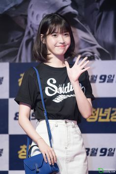 170807 IU @ Midnight Runners VIP Premiere by Dooooly Iu Short Hair, Iu Hair, Short Hair Dont Care, Short Hair Outfits, Iu Fashion, Skirt Fashion, Korean Fashion, Korean Hairstyles Women, Hairstyles With Bangs