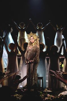 Beyonce performs live at The Grammy Awards at Staples Center on February 2017 in Los Angeles (Singing Love Drought and Sand Castles) Beyonce Knowles Carter, Beyonce And Jay Z, Musica Love, Beyonce Performance, King B, Grammys 2017, Idol, Look At The Stars, Queen Bees