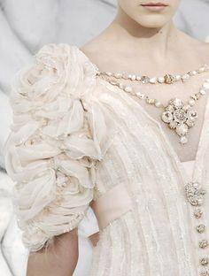 Design Fashion Detail :: Chanel Dress Detail Spring 2008 (Photo 2)