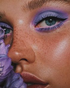 ✨ Freckles and eye makeup - The *fiercest* eye look Blauer Lidschatten Purple Makeup Why are you so obsessed with millennial pink? The color of this generation We are Wholesale Supplier Korean Cosmetics and Skincare Products. Makeup Eye Looks, Eye Makeup Art, Cute Makeup, Pretty Makeup, Skin Makeup, Eyeshadow Makeup, Eyeshadow Palette, Makeup Brushes, Makeup Remover