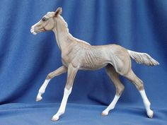Traditional Akhal-Teke Filly sculpted by Laila L. Mampell http://www.patch-of-heaven.de/frameset.html Color: Palomino Painter: Lauren Hoeffer Tapley