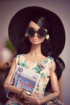 Mood Changers Poppy Parker (raven)   Dress by The Scissors MAdrid, bag by La Boutique.