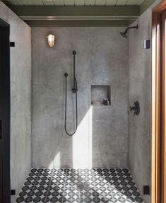 Tadelakt bathroom by Beautiful green ceiling and the cement flea & Industrial Bathroom Design, Copper Bathroom, Bathroom Design Luxury, Bathroom Hardware, Bathroom Vanity Lighting, Bathroom Fixtures, Small Bathroom, Modern Bathrooms, Loft Bathroom