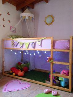 Un montón de ideas para hacer de la cama Kura de Ikea la cama de tus sueños.