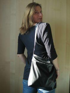 Le sac FLo de titCaro en simili et contraste Liberty Mitsi gris.