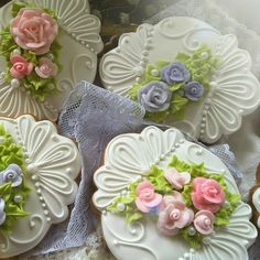 Gingerbread cookies for Mother's day, bridal spring flower and rose cookies