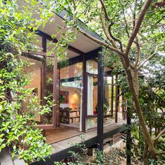 Architect Russel Jack's House is Modernist Australian architecture at its best Luxury Tree Houses, Rose House, Modern Style Homes, Australian Architecture, Modern Exterior, Mid Century House, Mid Century Design, House Design, Contemporary Houses