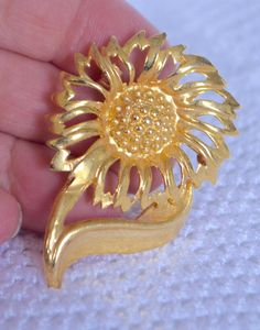 Gold Daisy Brooch Vintage Gold FLOWER Chrysanthemum Brooch Pin Stem Flower with Large Petals by StudioVintage on Etsy