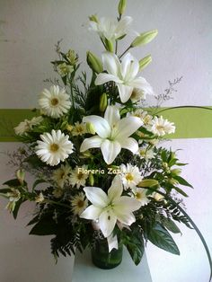 Resultado de imagen para arranjos de flores para altares igrejas