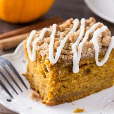 Holy WOW - Pumpkin, spice & everything nice come together in this easy Pumpkin Coffee Cake with streusel topping. Made with sour cream so it's super moist - this pumpkin cake is perfect for fall! Starbucks Pumpkin Bread, Pumpkin Coffee Cakes, Pumpkin Spice, Pumpkin Recipes, Cake Recipes, Dessert Recipes, Brunch Recipes, Dessert Blog, Baking Desserts