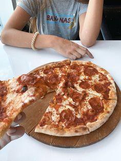 #фото#идея#инстаграм#пицца#раскладка#красиво#стиль Pizza, Perfect Food, Mcdonalds, Pepperoni, Health, Aesthetics, Pictures, Ideas, Photos
