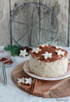 Wow, wer in der Weihnachtszeit nicht nur Lust auf Lebkuchen, sondern eine ganze Lebkuchentorte hat, findet hier das leckere Rezept!