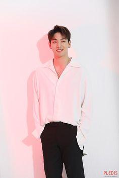 Korean Men, Asian Men, Swag Boys, Toddler Discipline, Nu Est, Pledis Entertainment, Korean Music, Korean Celebrities, Moda Masculina