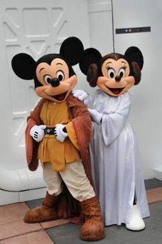 Walt Disney World Resort celebrates 'Star Wars Day' with 'May the Fourth Be With You'. The event takes place May 4 at Disney's Hollywood Studios and is separate from the park's Star Wars Weekends. ¿QUE GUAIIS. Disney Magic, Walt Disney, Disney Parks, Disney Dream, Disney Love, Disney Pixar, Disney Characters, Disney Couples, Disney Mickey