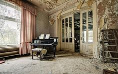 Abandoned House Is Straight Out Of A Horror Flick