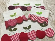 PaNos De PrAtO Applique Towels, Applique Patterns, Applique Quilts, Applique Designs, Embroidery Designs, Sewing Crafts, Sewing Projects, Projects To Try, Hand Embroidery