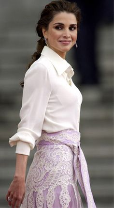 Queen Rania of Jordan. Not fond of the lace on the skirt, but the color combination and the softness of the fabrics and the cut of both blouse and skirt are very feminine. Queen Rania, Queen Letizia, Blouse And Skirt, Lace Skirt, Most Beautiful Women, Beautiful Dresses, Women Lawyer, Estilo Real, Royal Fashion