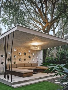 A Cinder Block Duplex in Charleston Is Recast as a New York–Style Loft – Patio Modern Gazebo, Modern Backyard, Concrete Patio Designs, Backyard Patio Designs, Patio Ideas, Backyard Ideas, Garden Ideas, Small Outdoor Patios, Outdoor Rooms