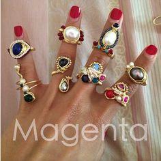 Anillos en chapa de oro con piedras como amatista, lapislázuli, ónix y perla. Anillos desde $150 pesos.  Goldplated rings with stones like amethyst, lapislazuli, onyx and pearls.