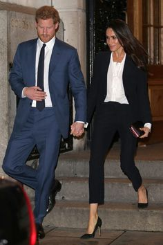 Meghan Markle just made a surprise appearance with her son Archie. To watch Prince Harry play polo, she wore a linen dress and we've got the outfit details Meghan Markle Stil, Estilo Meghan Markle, Sarah Ferguson, Armani Prive, Royal Fashion, Look Fashion, Petite Fashion, Fashion News, Meghan Markle Outfits