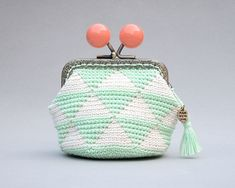 If you are looking for a unique gift for her this is your purse, ideal for that sensitive and thoughtful woman we all know. Crochet Wallet, Crochet Coin Purse, Crochet Purses, Unique Gifts For Her, Gifts For Women, Leather Bags Handmade, Handmade Bags, Leather Books, Tapestry Crochet