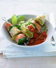 Zelfgemaakte geroosterde tomatensaus. Lekker bij visspiesjes, maar ook een goede combi met pasta, gegrild vlees of bij broccoli.