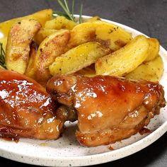 Avete mai cotto il pollo nella birra? Ecco a voi il pollo glassato alla birra con cipolle! 😍 Un secondo piatto dal sapore unico 😋Iscriviti…