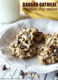 Lighter Banana Oatmeal Chocolate Chip Cookies - Enjoy cookies without the guilt! These Banana Oatmeal Chocolate Chip Cookies are lightened up and made with bananas, oats, and coconut oil. Healthy Cookies, Healthy Desserts, Just Desserts, Delicious Desserts, Healthy Baking, Healthy Food, Baking Recipes, Cookie Recipes, Dessert Recipes