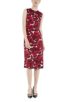 The Marc Jacobs Crew Neck Sleeveless Dress with Hibiscus Print is made from luxurious silk twill sourced from Italy. The archived print is an extension of the Rose Chiné group.