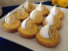Tartas de limón con merengue y limón confitado
