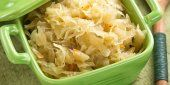 Sauerkraut ~ Made from fermented cabbage (and sometimes other vegetables), sauerkraut is not only extremely rich in healthy live cultures, but might also help with reducing allergy symptoms. Sauerkraut is also rich in vitamins B, A, E and C. Homemade Sauerkraut, Sauerkraut Recipes, Probiotic Foods, Fermented Foods, Fermented Cabbage, Crockpot, Wellness Mama, Healthy Living, Easy Meals
