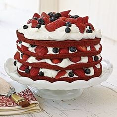 of July Red, White and Blue Cake - Fresh fruit hits the dessert table in this delicious, colorful July cake. It's beautiful on display and delicious after a hearty dinner. Red Velvet cake layered with whipped cream and berries. Patriotic Desserts, 4th Of July Desserts, Fun Desserts, Delicious Desserts, Yummy Food, Bolo Red Velvet, Velvet Cake, Velvet Cream, Yummy Treats