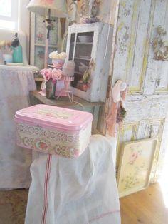 Vintage bread box pink with vintage floral by Vintagewhitecottage