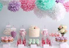 Candy bar wedding pompom pompon pastel bar à bonbon idée deco decoration inspiration table enfant cupcakes crépon