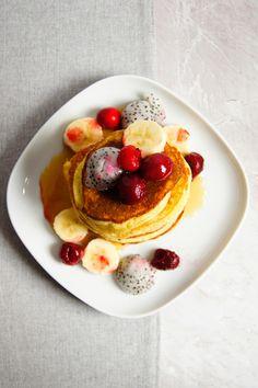 Bezglutenowe, kokosowe pancakes (5 składników) - Wilkuchnia Vegan Vegetarian, Paleo, Food Porn, Gluten Free, Breakfast, Drinks, Morning Coffee, Drinking, Beverages