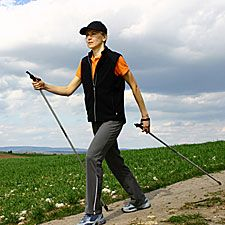Walk Off Fat: The Nordic-Walking Workout - Fitness - For further weight loss. Nordic Walking, Reduce Weight, How To Lose Weight Fast, Losing Weight, Best Weight Loss, Healthy Weight Loss, Fitness Diet, Workout Fitness, Walking Exercise