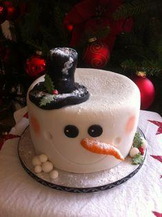 Klein sneeuwpop taartje van 15 cm en 10 cm hoog