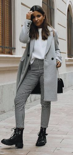 50 Perfect Fall Outfits to Copy Right Now Vol. 2 Bringing back the best fall outfits for everyone to get inspired. This season has come to an end, but we can always look back and find outfits to copy. Fall Outfits 2018, Lazy Day Outfits, Weekly Outfits, Fall Winter Outfits, Oufits Casual, Casual Outfits, Cute Outfits, Fashionable Outfits, Fashion Night